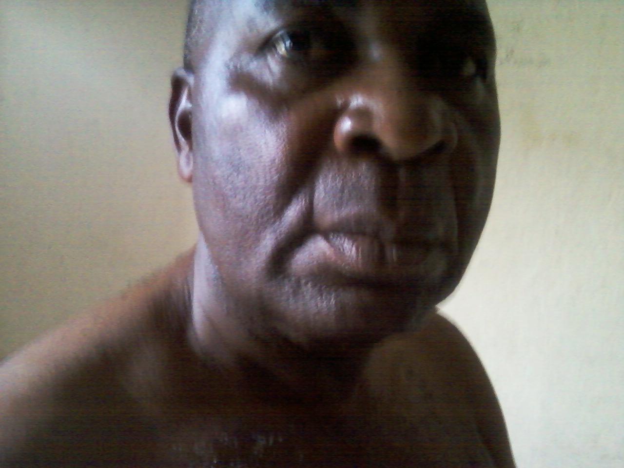 Me Malonga a été torturé et on lui a administré de force dans la bouche un produit suspect (Violations des Droits de l'Homme en Afrique et dans le monde)