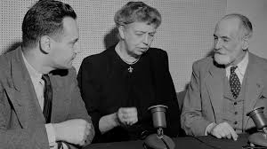 Au milieu Mme Eléanor Roosevelt  à droite René Cassin (Nouvelles des ONG, INDH, organisations régionales et onusiennes)