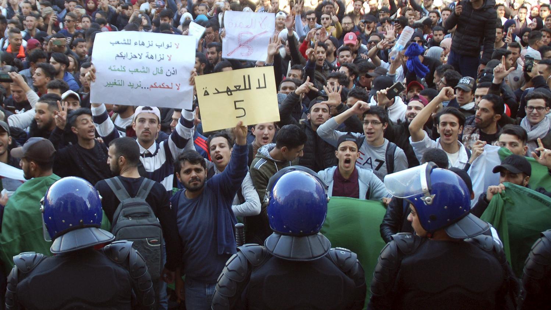 Les Algériens disent non à la confiscation de la volonté populaire et à leur indépendance (Actualités)