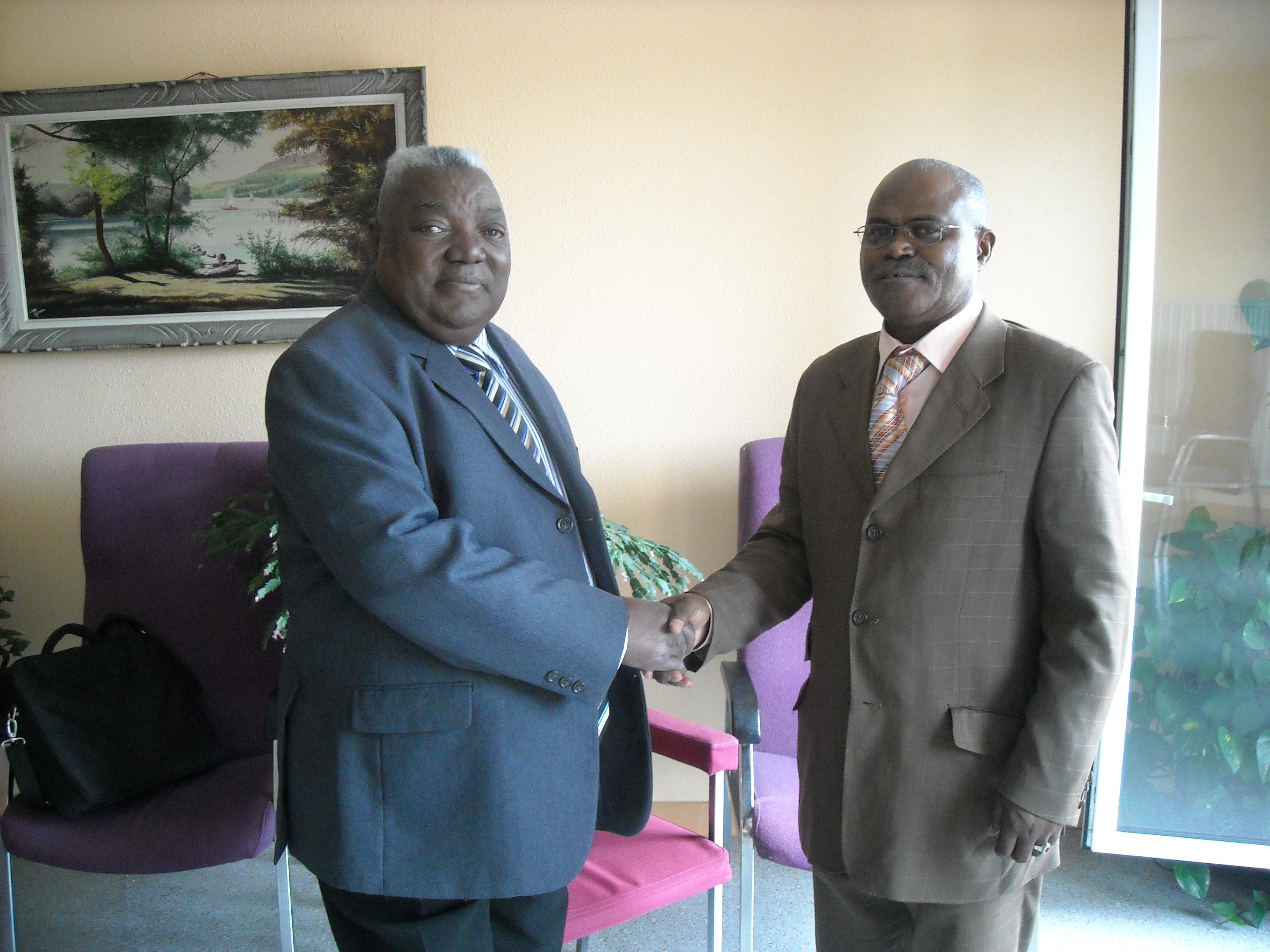 Me Massengo-Tiassé Président du CIRAC avec N'ZITA Henriques Tiago Président du FLEC en pleine forme (le 17 Juillet 2010) (Actualités)
