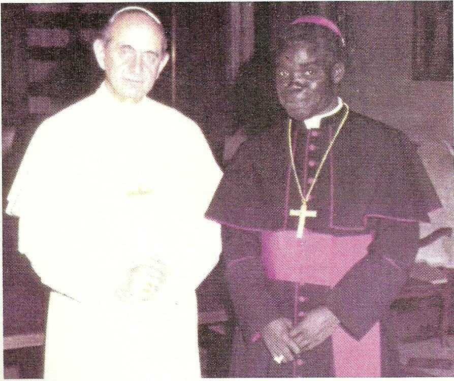 Sa Sainteté le Pape Paul VI avec le Cardinal Emile Biayenda en mars 1973. (Actualités)