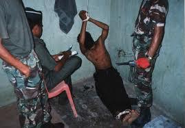 La pratique de la torture est encouragée pour intimider les jeunes à se révolter contre la dictature (Violations des Droits de l'Homme en Afrique et dans le monde)